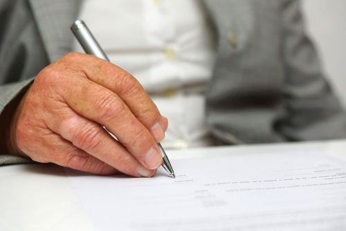 Elder's Hand Signing Will - Dave Burns Law Office, LLC